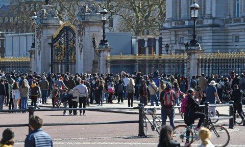 Menschen versammelten sich, um Abschied von Prinz Philip zu nehmen.