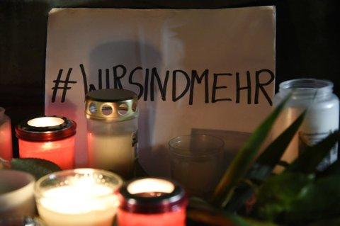 Mahnwache für die Opfer des rechtsextremen Anschlags auf dem Hanauer Marktplatz.