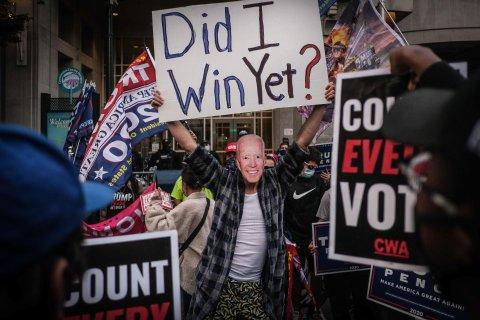 """Protest mit Biden-Maske: """"Habe ich schon gewonnen?"""""""