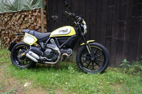 Ducati Scrambler in malerischer Umgebung (Werksfoto)