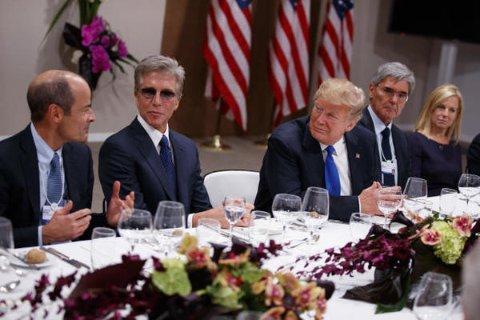 Links von Trump SAP-Chef McDermott, rechts Siemens-Boss Joe Kaeser Foto: AP