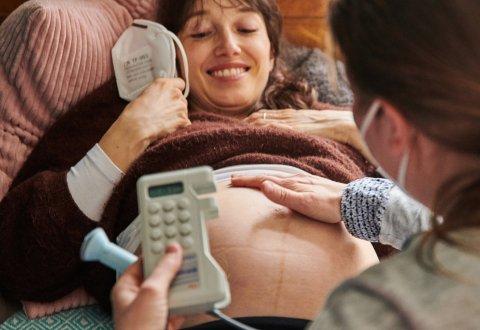 Schwangere Frauen sollten sich aus Ärztesicht in diesem Jahr besser gegen Grippe impfen lassen.