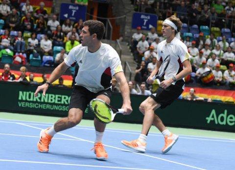 Zusammen haben sie schon gespielt: Mischa (l.) und Alexander Zverev beim Davis Cup 2017