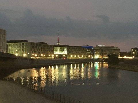 Blick auf das Kapelle-Ufer in Berlin, 4:49 Uhr